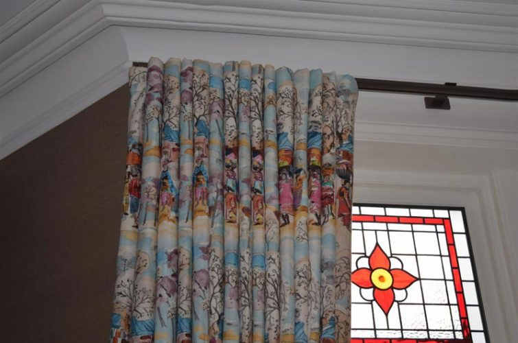 Bay and straight pole wave curtains