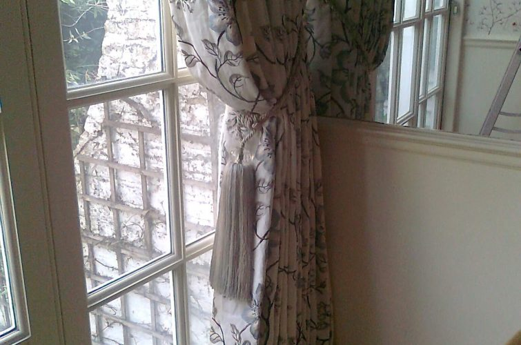 Single curtain and bespoke tieback